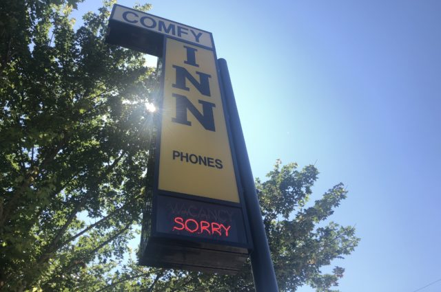 Comfy Inn sign